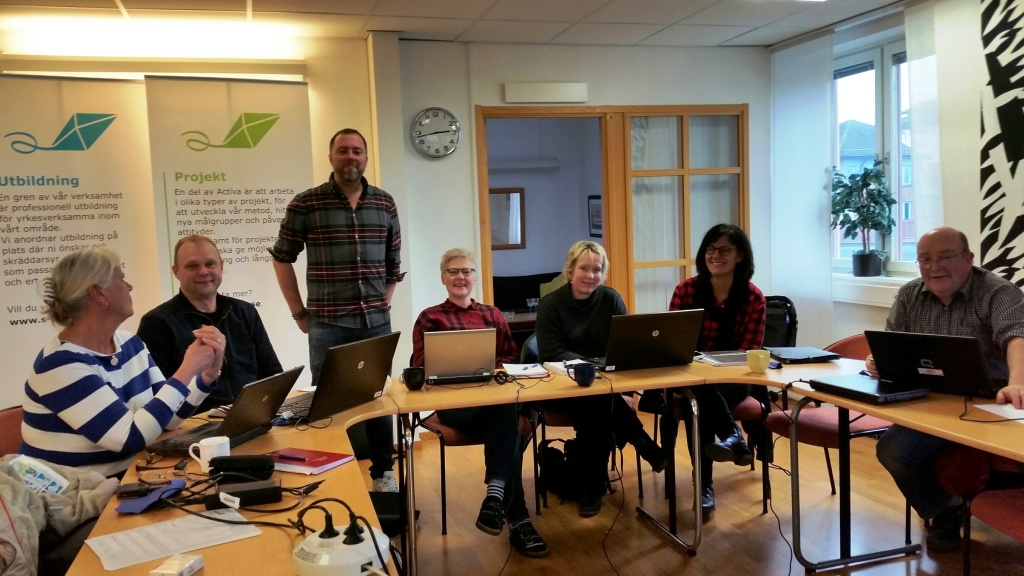 Från vänster Ewa Enmalm, Mikael Eriksson, Actíva; Fredrik Bäckman, utbildare; Lena Ståhl, Actíva; Helena Edlund, Marie Gregemo och Peter Tang, Alléskolan/SUF.